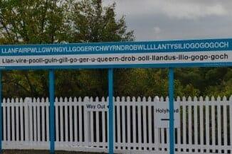 Llanfairpwllgwyngyllgogery chwyrndrobwllllantysiliogogogoch signpost