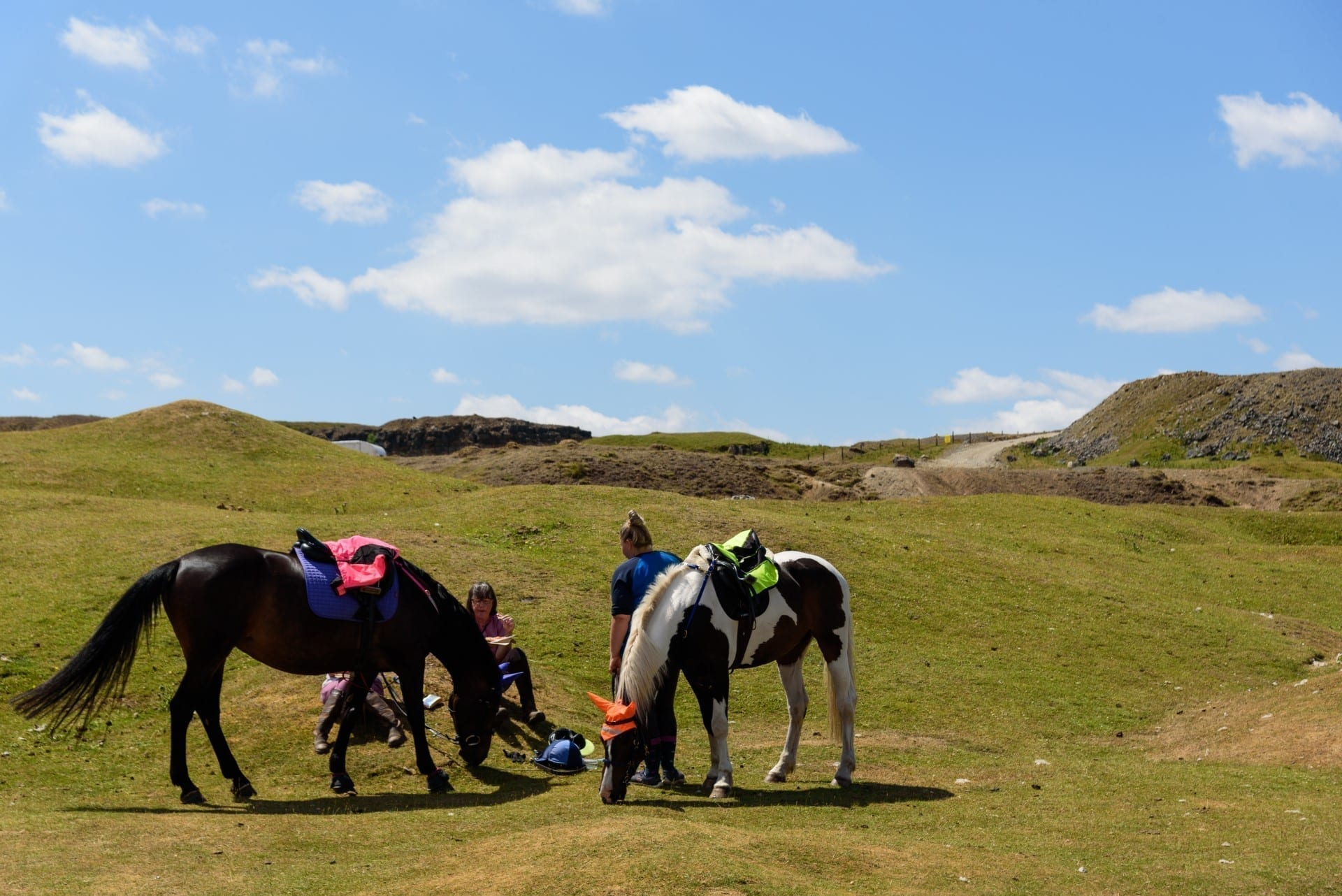 2 ladies resting with their horses in the Brecon Beacons