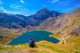 hiking in Snowdonia - man enjoying the lake view
